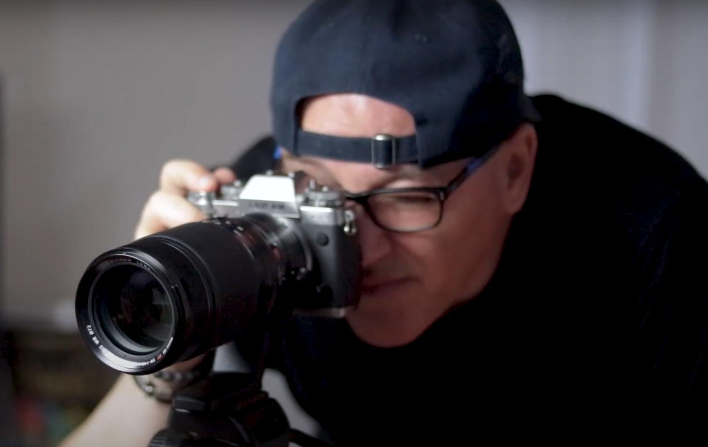 X Photographer Marcello Barbusci fotografando com uma câmera X-T3 e a lente XF 50-140mm